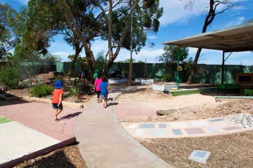 Port-Augusta-West-Childhood-Services-Centre-Natural-Resources-Exploration-Outdoor-Play
